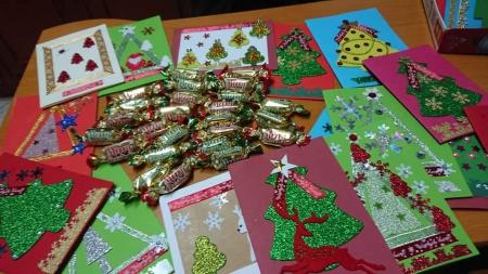 Z mikołajkowymi kartkami  i stroikami świątecznymi do serc Kombatantów i Naj